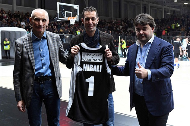 Vincenzo Nibali, guest at the Virtus Segafredo Bologna match